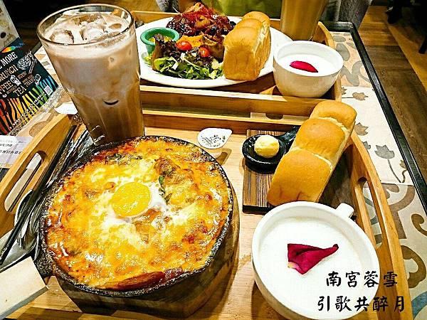 【食記】高雄楠梓|暗色系特色早午餐-《多一點咖啡館》