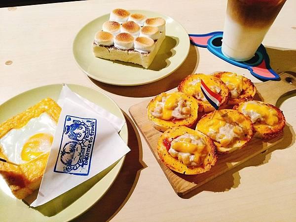 【食記】高雄鳳山|超可愛旅行風輕食咖啡廳-《帶我去旅行》