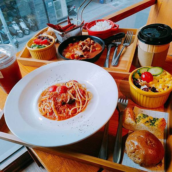 【食記】高雄新興|消費平價的悠閒優雅咖啡廳-《MENIPPE 媚力泊咖啡》