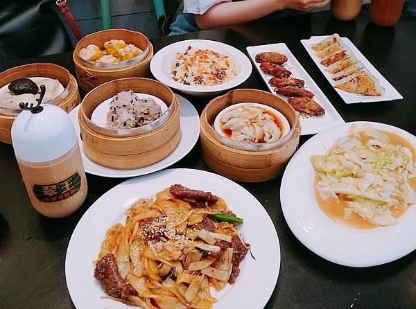 【食記】高雄左營|高CP美食之道地港式茶餐廳-《翠王香港茶餐廳》