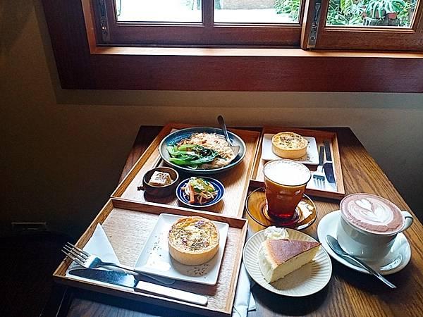 【食記】高雄苓雅|隱藏在巷弄中的寧靜清幽咖啡廳-《有。咖啡》