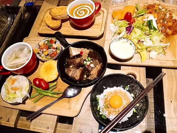 【食記】高雄新興|西中式結合的文藝咖啡館-《艾生活咖啡》
