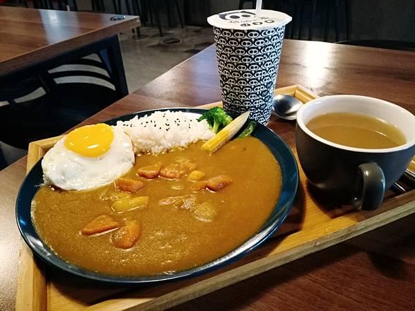 【食記】高雄楠梓|選擇豐富的黑暗系美食咖啡廳-《豬頭老爹》