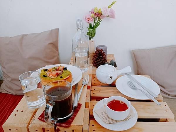 【食記】高雄新興|超有質感的韓系野餐風咖啡廳-《姨姨咖啡Auntie Cafe》
